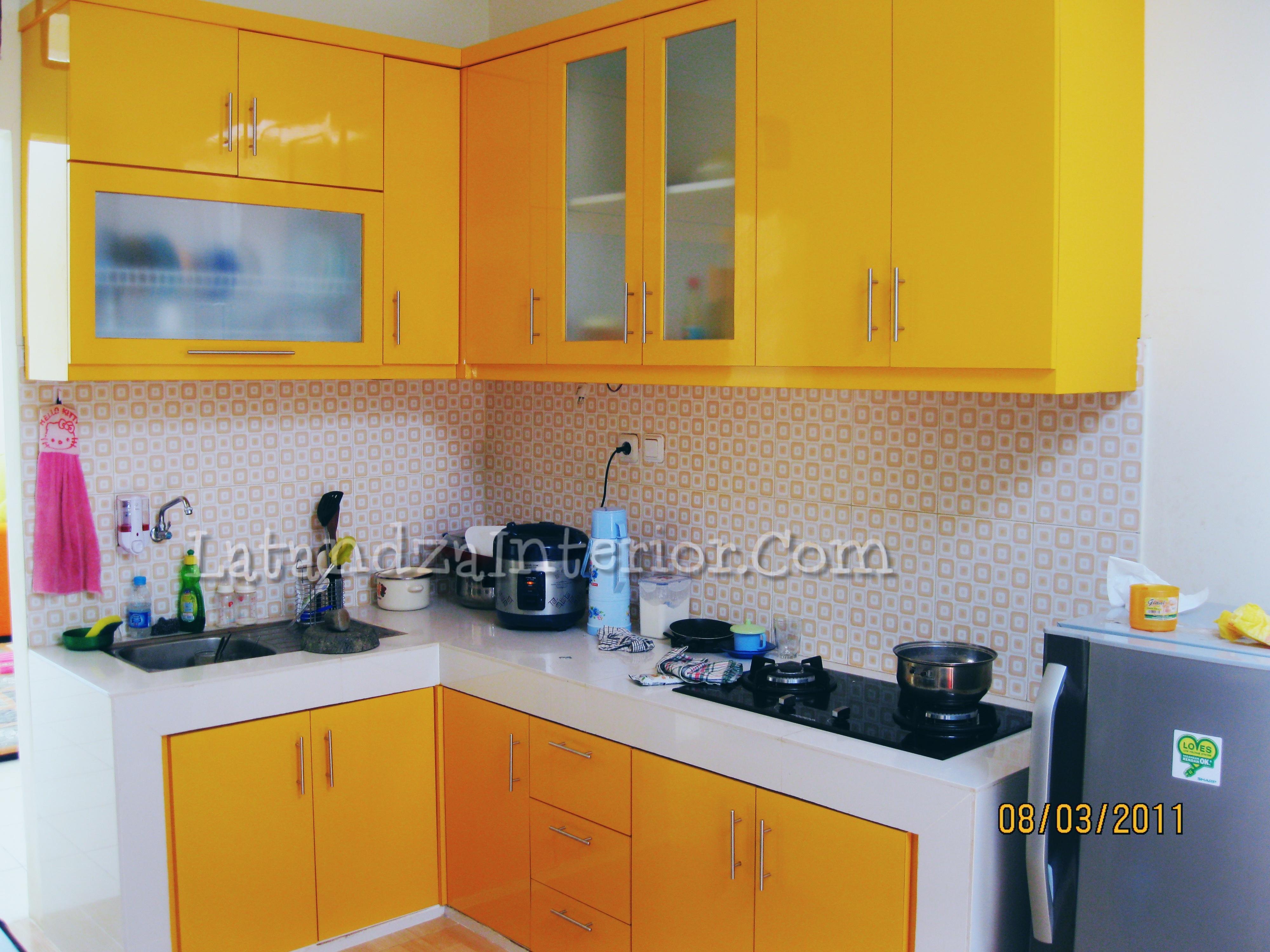 Kitchen Set Brown HPL Modern Yellow Kitchen Set Design